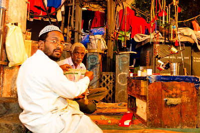 08IB454 Andhra Pradesh Hyderabad India Market Men Workshop