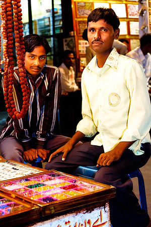 08IB447 Andhra Pradesh Hyderabad India Jewelry Market