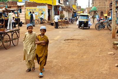 08IB520 Bidar Full Body India Karnataka Kids Streets