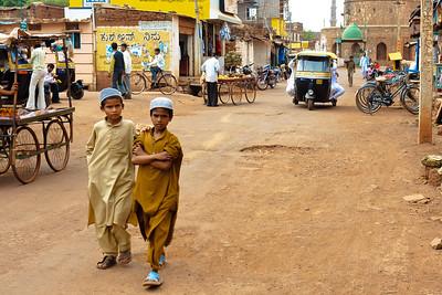 08IB520 Bidar Full Body India Karnataka Kids Streets