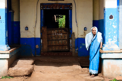 08IB518 Bidar Blue India Karnataka Older Women Street