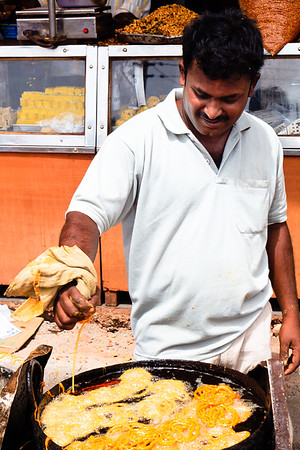 08IB500 Bidar Chef India Jalebi Karnataka Vendor Sweet Men