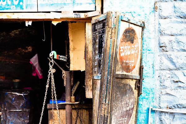 08IB154 Bijapur Blue India Karnataka Street WorkShop
