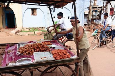 08IB517 Bidar India Karnataka Market Meal Sweet Men