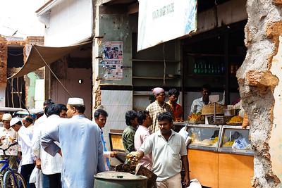 08IB498 Bidar India Jalebi Karnataka Meal Vendor Sweet Men