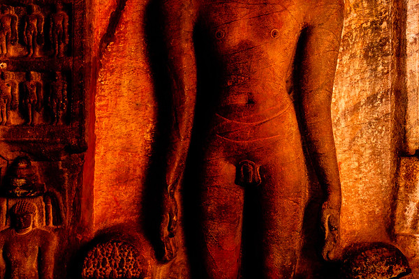 08IB211 Badami Buddhism India Karnataka Faith Statue