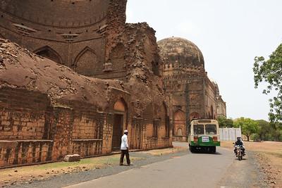 08IB490 Ashutur Tomb Bidar Fort India Islam Karnataka