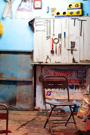 08IB181 Bijapur Blue India Interior Karnataka Workshop