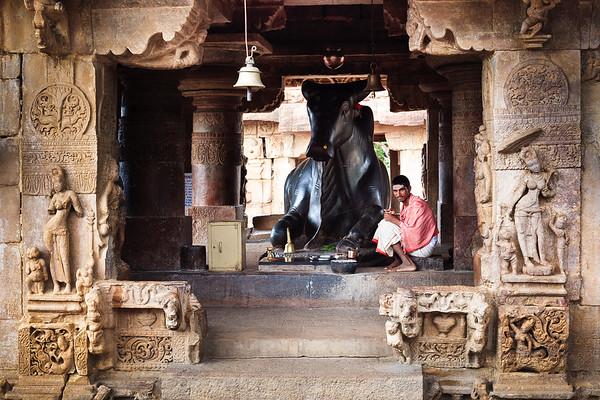 08IB296 Hindu India Karnataka Nandi Pattadakal Statue