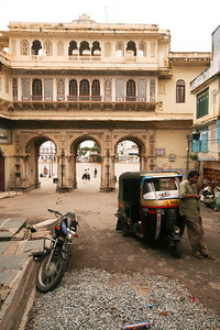Click here to buy at Alamy. Keywords: Auto-Rickshaw City Palace India Rajasthan Udaipur MyID: 06IP424