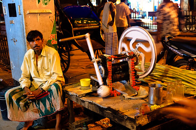 08IB575 India Kolkata Market Vendor Sugarcane West Bengal