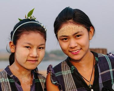 Friends, U Bein Bridge, Taungthaman Lake, Amarapura