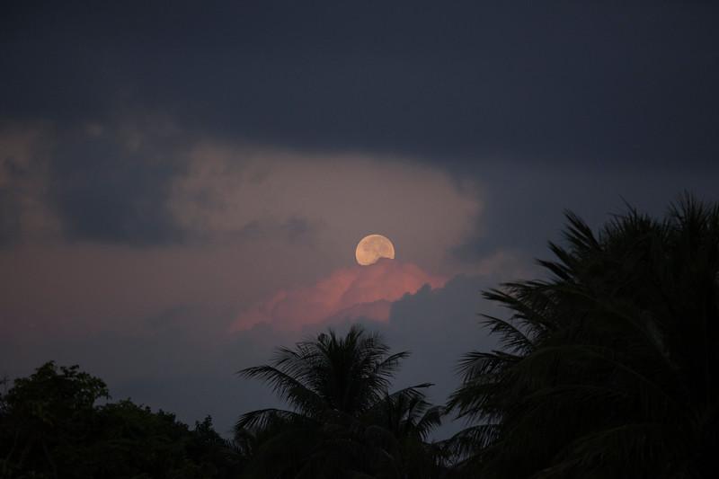 The Super Moon Sets, Hoi An