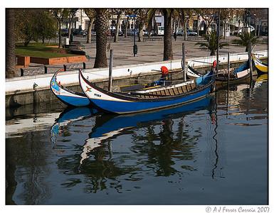 Mercantel e Moliceiro no Canal Central da Ria de Aveiro