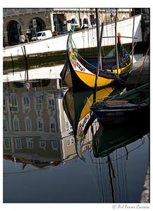 Barco Moliceiro no Canal Central da Ria de Aveiro