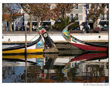 Barcos Moliceiros no Canal Central da Ria de Aveiro