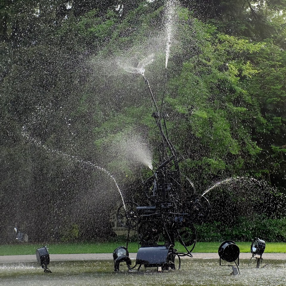 Fontaine by Jean Tinguely, 1980
