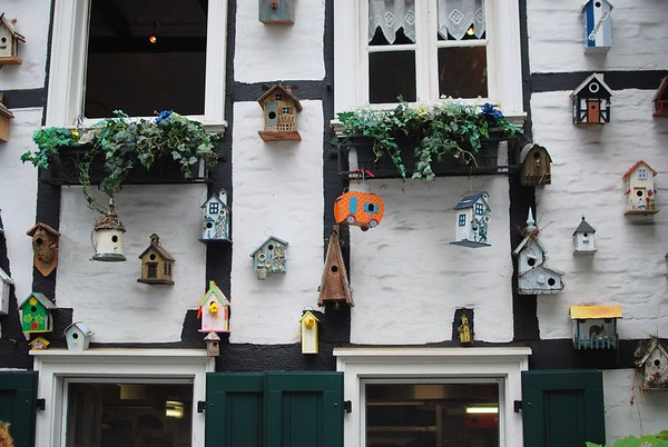 Toy birdhouses in Bensberg