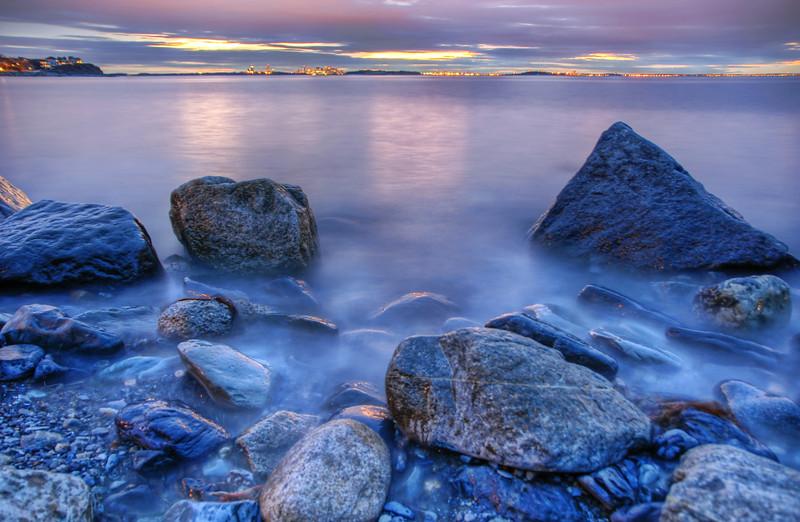 Sunset on the Rocks en Rouge