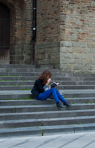 Girl reading in Brussel