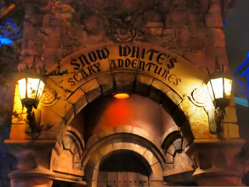 Snow White's Scary Adventures at Disneyland - DTF - 9 Dec 2010