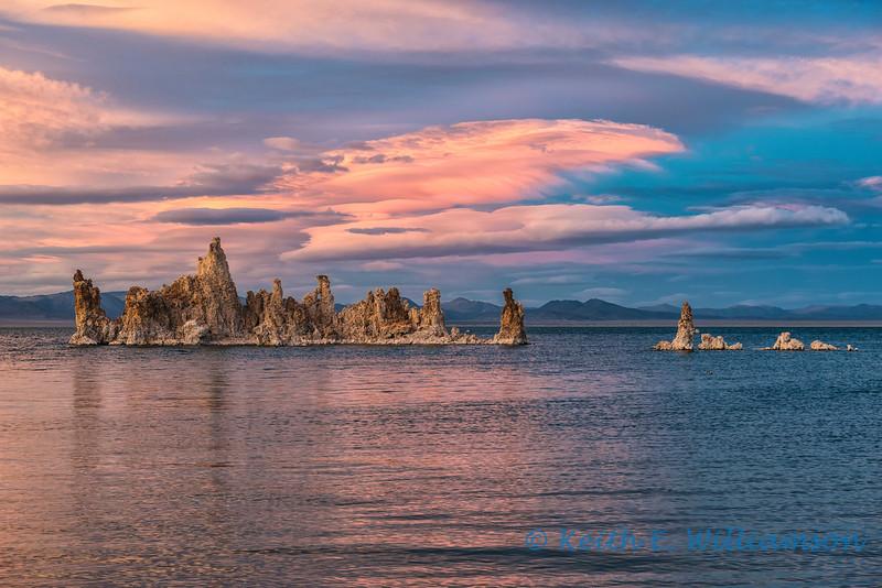 Tufa formations at sunset, Mono Lake