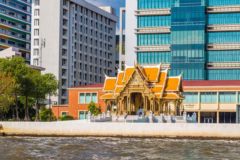 Stupa on the  Chayo Phraya