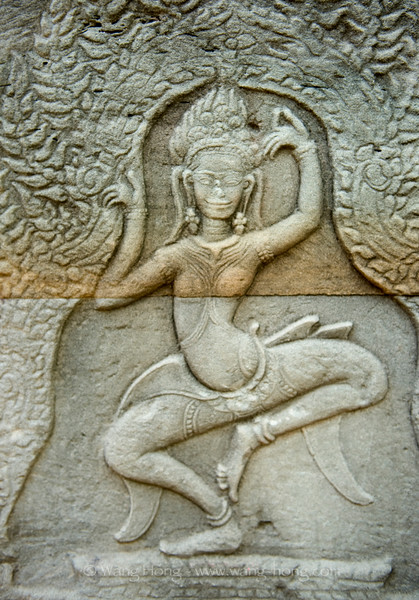 Dancing apsara at Banteay Kdei