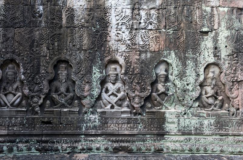 Preah Khan, monkeys in niches