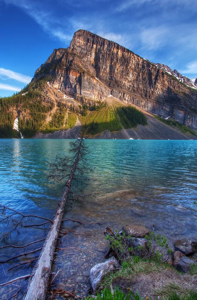 Bridge accross Lake Louise