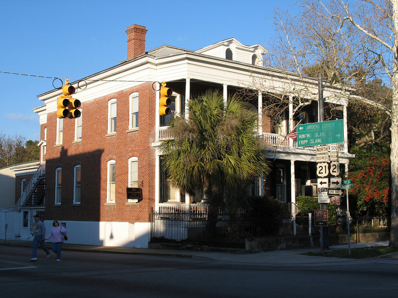 <b>Beaufort - Wallace House</b> - Built in 1907, it is the third Wallace home to stand on the spot. Located on the corner of Bay and Carteret Streets.