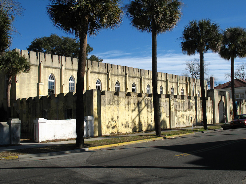 <b>Beaufort Arsenal</b> - The original Arsenal building was completed in 1799 and rebuilt in 1852. It was originally armed with 250 men and 6 guns. It is now occupied by the Beaufort Museum. Located at 3 Craven Street.
