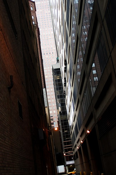 Narrow passway in Chicago downtown