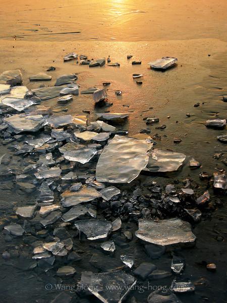 Frozen lake, Beihai Park 北海公园的冰湖
