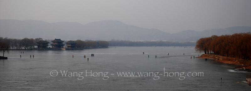 Frozen Kunming Lake, Summer Palace 颐和园里冻冰的昆明湖