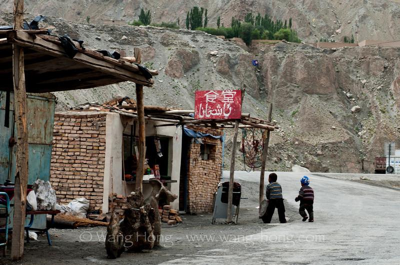 Near boarder control station to Tashkurgan.