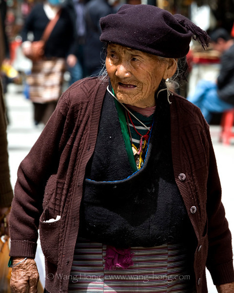Elderly Tibetan woman on Barkhor Street