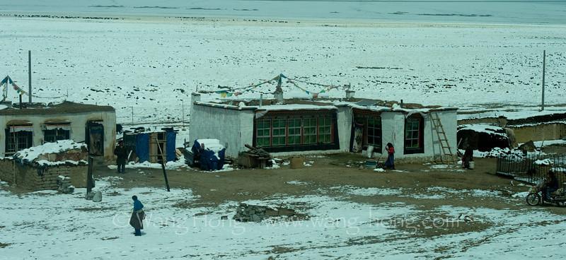 Along the Qinghai-Tibet Railway