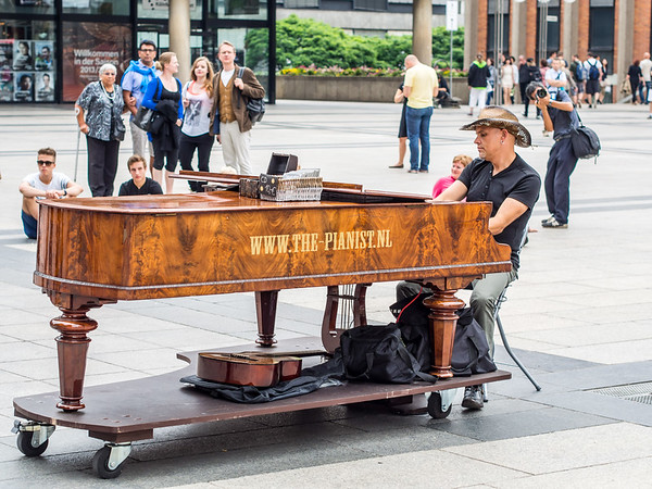 Street piano in Cologne