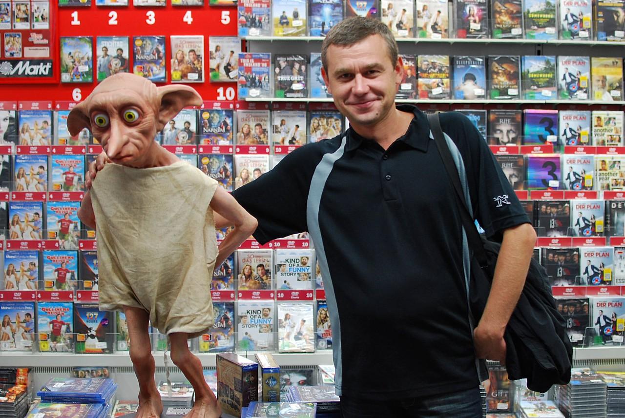 Alexey and elf in MediaMarkt, Cologne
