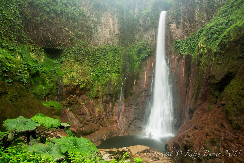 A view of the Catarata del Toro waterfall from the bottom