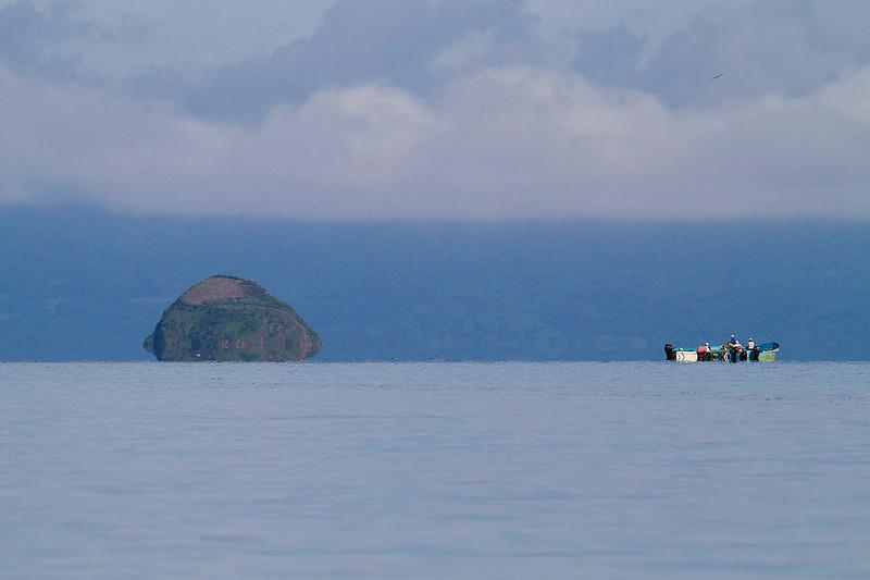 Pescadores en golfo de Nicoya