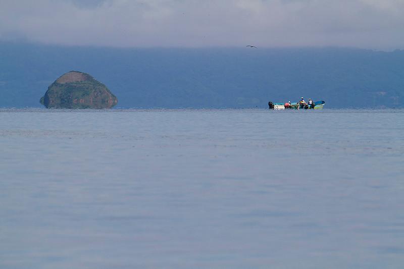 Pescadores cerca de Isla Yuca