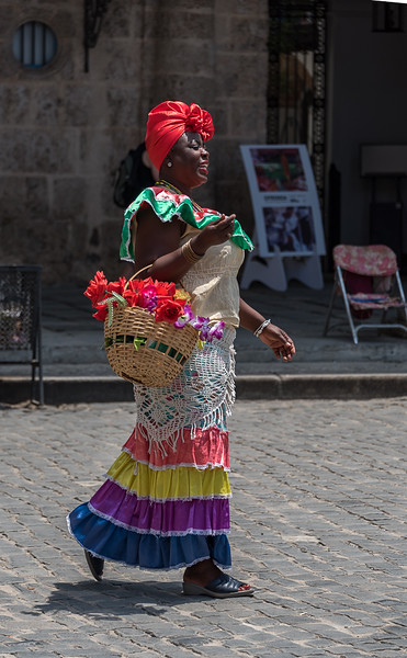 Take my picture for $1 - capitalism reaches Cuba