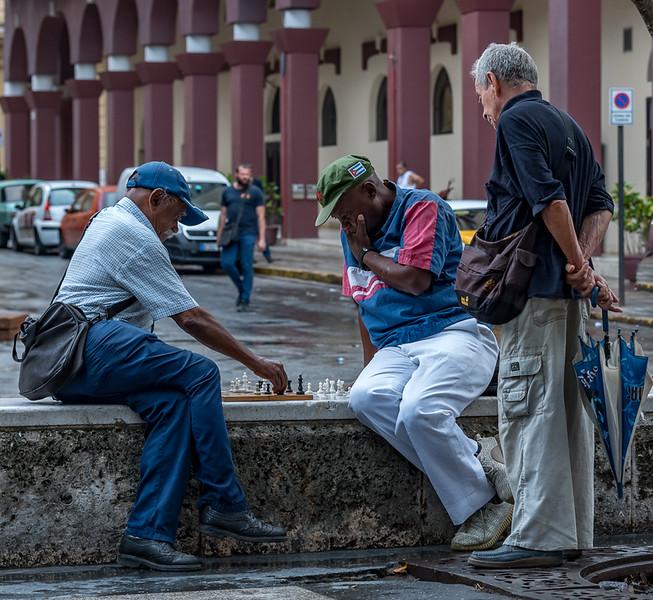 Checkmate along the Paseo del Prado