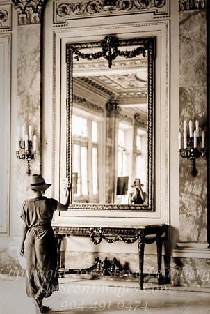 Selfie in Museum Havana - Copyright 2017 Steve Leimberg UnSeenImages Com _DSF3802