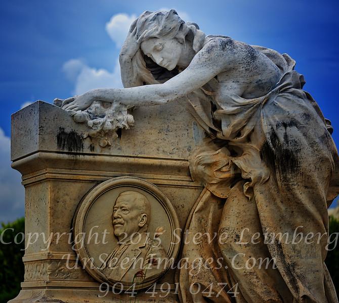 Colon Cemetary Havana Woman in Grief - Copyright 2017 Steve Leimberg UnSeenImages Com _DSF1242x