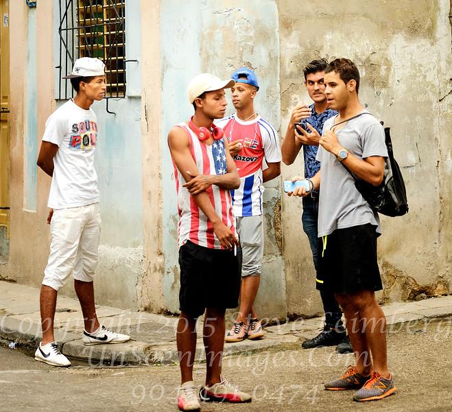 Guys Chatting on Havana Street - Copyright 2017 Steve Leimberg UnSeenImages Com _DSF3218