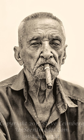 The Cigar Man - B&W Copyright 2017 Steve Leimberg UnSeenImages Com _Z2A3589