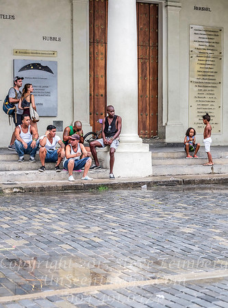 People in front of Christobel Colon Foundation - Copyright 2017 Steve Leimberg UnSeenImages Com _DSF8787
